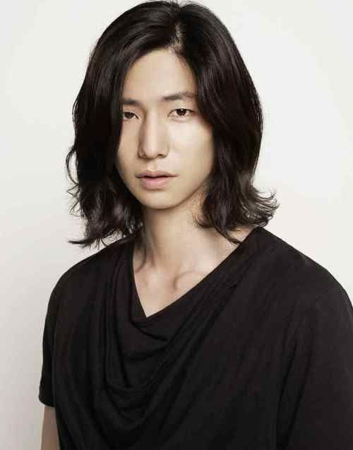 Asian man with long hairstyle | Asian men hairstyle, Asian men .
