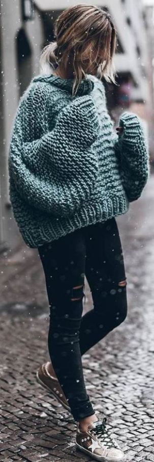 15 Cute Crop Top Sweater Outfits To Wear This Winter - Society