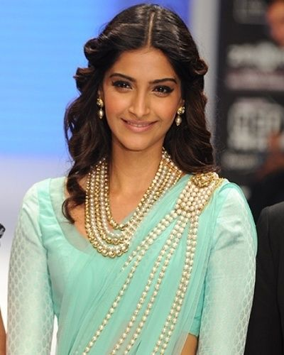 20+ Cute Celebrities Inspired Hairstyles to Wear With Saree .