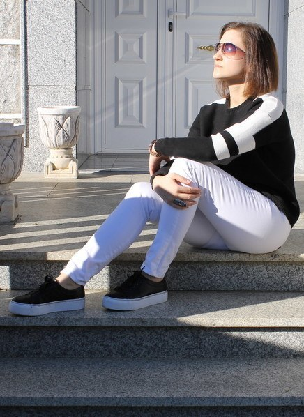 23 Cute Outfits To Wear With Sneakers for Girls This Season .