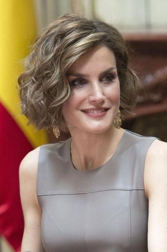 10 Trendy Haircuts for Women over 50 - Female Short Hair 20