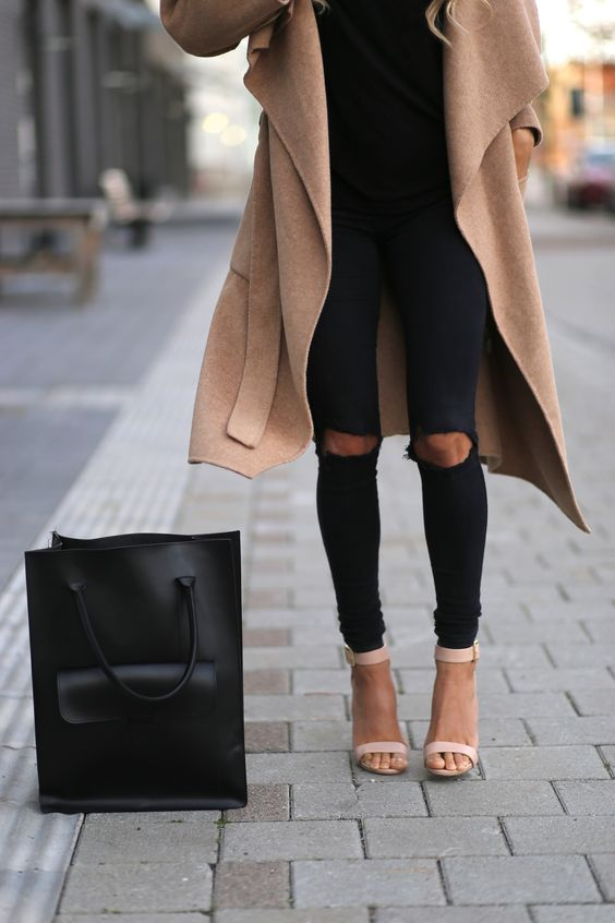 23 Stylish Ripped Jeans Outfits For Winter - Styleohol