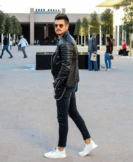25 Outfits to Wear with White Sneakers for M