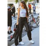 Outfits to Wear With White Sneakers for Women
