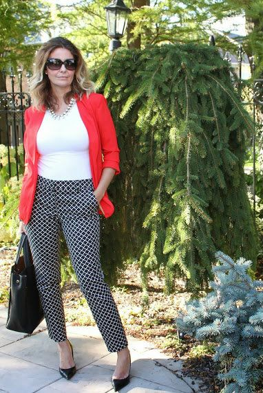 How to Wear Printed Pants Like a 40+ Blogger | Printed pants .