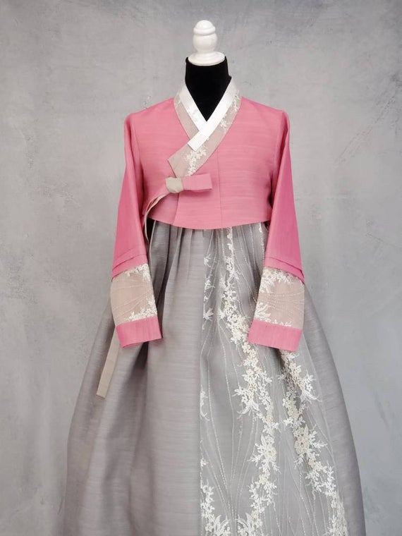 Pink and Gray Traditional Korean Dress Hanbok Set Lace Sleeves   Et