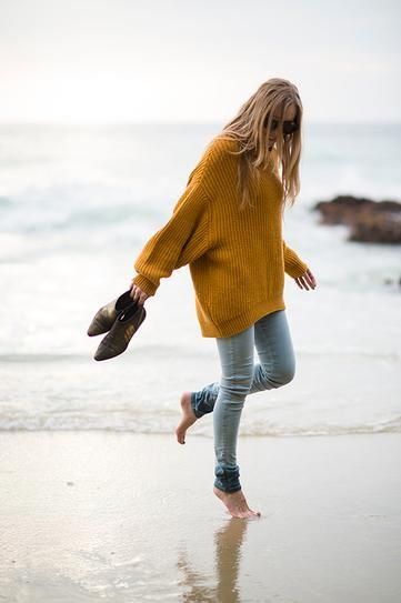 25 Ways to Pull Off an Oversized Sweater This Fall | Oversized .