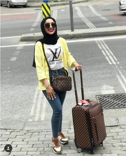 Hijabi traveling style | | Just Trendy Gir
