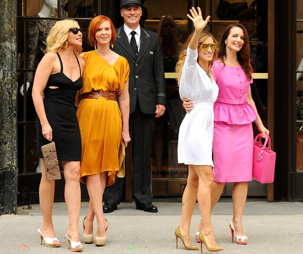 What to Wear to the Theatre – Ideas for Women – Etiquette Tips .